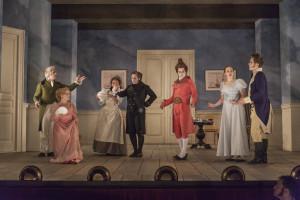 TIDSRIKTIG: Ikkje berre kulissar og kostyme, men også spelestilen er som i 1816. FOTO: OLE EKKER