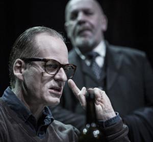 DUELL: Møtet mellom Eichmann og dommaren blir meir ein duell enn ein samtale. FOTO: MAGNUS SKREDE