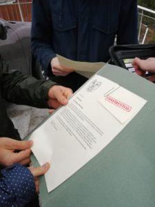 DILEMMA: Kva gjer du når du finn ei mappe med hemmelege dokument som fortel om massiv overvaking? FOTO: AMUND GRIMSTAD