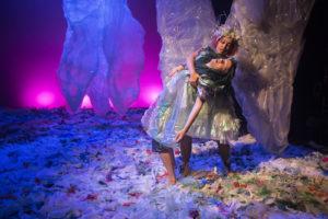 BERGA: Havfrua reddar prinsen frå å drukne. FOTO: ARILD MOEN